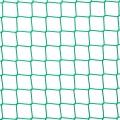 Siatki Opole - Siatka na balkon dla kota Siatka zabezpieczająca dla kota na balkon o wymiarach oczka 4,5 x 4,5 cm i grubości siatki 3 mm w doskonały sposób zabezpieczy miejsca takie jak balkon czy okna, gdzie kot może wypaść w pogoni za ptactwem czy ciekawy świata przedostać się poza barierki, co może być bardzo niebezpieczne. Siatka polipropylenowa ze względu na wysoką wytrzymałość i odporność mechaniczną nie zostanie przez kota pogryziona ani rozerwana pazurkami, co jest dodatkowym plusem. Będzie służyć przez wiele lat użytkowania.