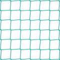 Siatki na piłkochwyty 8x8 Siatka na piłkochwyty wykonana z polipropylenu zatrzyma wszystkie pędzące z prędkości światła piłki bez jakiegokolwiek uszkodzenia siatki, jest ona bowiem bardzo elastyczna i sprężysta i zachowuje przy tym odporność na wysokie naprężenia. Wymiary oczek 8 x 8 cm i grubość siatki 5 mm doskonale sprawdzą się na boiskach szkolnych znajdujących się na powietrzu, jak i tych wyodrębnionych na salach gimnastycznych czy halach, orlikach czy stadionach. Polipropylen wytrzyma wszelkie wahania temperaturowe i pogodowe, zachowując należytą jakość przez cały czas użytkowania.