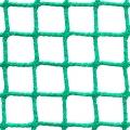 Siatki Opole - Ogrodzenia boiska do piłki nożnej Siatka na ogrodzenie boiska piłkarskiego o małym oczku 2 x 2 cm i grubości siatki 2mm sprawdzi się na każdym tak bardziej profesjonalnym czy amatorskim obiekcie. Zabezpieczy teren wokół boiska, nie pozwoli na wylot piłki poza siatkę. Gdy mowa o boiskach piłkarskich na stadionach czy większych obiektach z trybunami ochroni także oglądających mecz czy treningi ludzi. Trwała siatka polipropylenowa z powodzeniem może być montowana na zewnętrz, jak i na mniejszych boiskach znajdujących się wewnątrz budynków.
