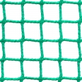 Siatki Opole - Ogrodzenia kortów tenisowych Siatka na ogrodzenie kortu tenisowego o wymiarach oczek 2 x 2 cm i grubości siatki 2 mm doskonale zatrzyma wszystkie lecące z dużą prędkością piłki. Będzie to zabezpieczenie dla ludzi oglądających rozgrywki, ale także ułatwi grę zawodnikom. Siatka sprawi, że piłki nie będą wylatywać poza teren boiska i doskonale będą mogły być znalezione przez graczy. Trwały materiał jakim jest polipropylen doskonale sprawdzi się na kortach na zewnątrz, jak i tych znajdujących się wewnątrz dużych hal w szkołach nauki gry w tenisa.