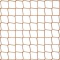 Siatka sznurkowa na boisko Profesjonalna siatka sznurkowa na boisko. Rozmiar oczka 4,5x4,5cm. 3mm grubości sznurka z polipropylenu to wystarczająco dużo do tego, by ogrodzenie boiska było maksymalnie solidne. Ogrodzenie wykonane z polipropylenowych siatek to element trwały i solidny na każdym boisku sportowym i nie tylko. Mocny materiał odporny jest na wiele czynników pogodowych. Mocny sznurek i bezwęzłowy splot siatki to gwarancja odpowiedniego poziomu bezpieczeństwa. Najpopularniejsza i po najlepszej cenie siatka sznurkowa na rynku