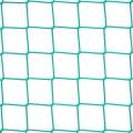 Siatka osłonowa - kotary grodzące Siatka osłonowa na kotary grodzące to niezbędne wyposażenie każdej hali wielofunkcyjnej. Przez swą wytrzymałość i solidność idealnie nadaje się do zabezpieczenia sąsiednich stanowisk, gdzie w tym samym czasie mogą być uprawiane różne dyscypliny sportu przez różne grupy osób. Siatka osłonowa na kotarę grodzącą o rozmiarze oczka 10 x 10 cm i grubości siatki 4 mm nawet przy silnym uderzeniu piłką czy rzucie innym przedmiotem z powodzeniem zatrzyma go i nie spowoduje przedostania się na sąsiednie boisko.